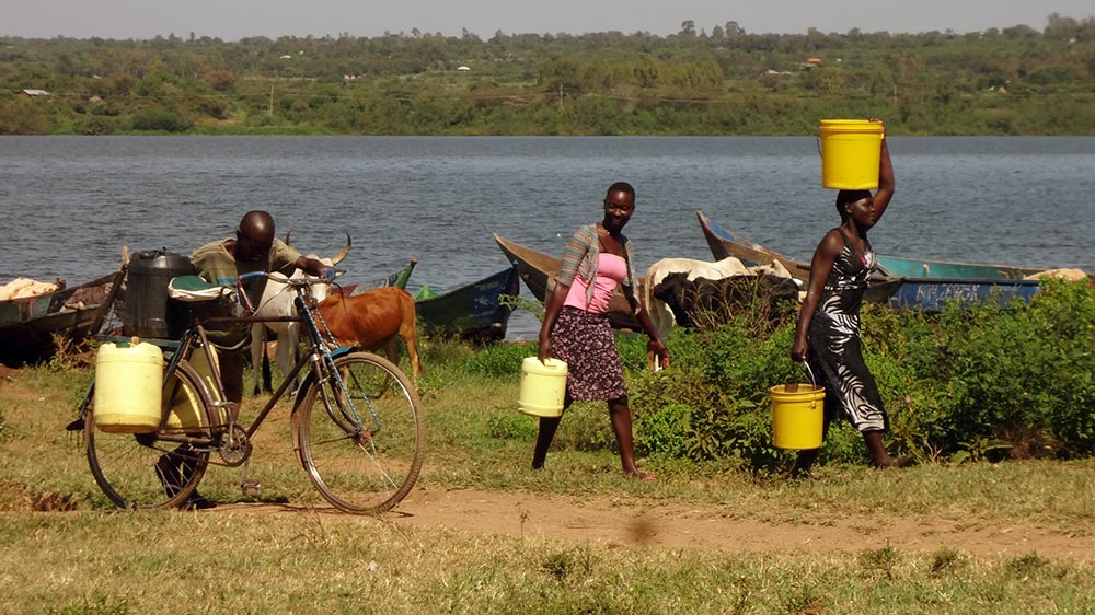 People collecting water from Lake Victoria Bondo area in Siaya County